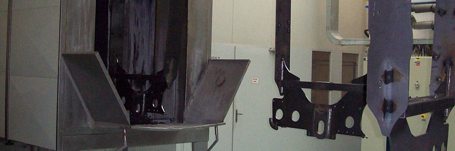 Lakovna, zinkový fosfát. <br> Rozměry: 1,5 x 0,9 x 3,3 metru